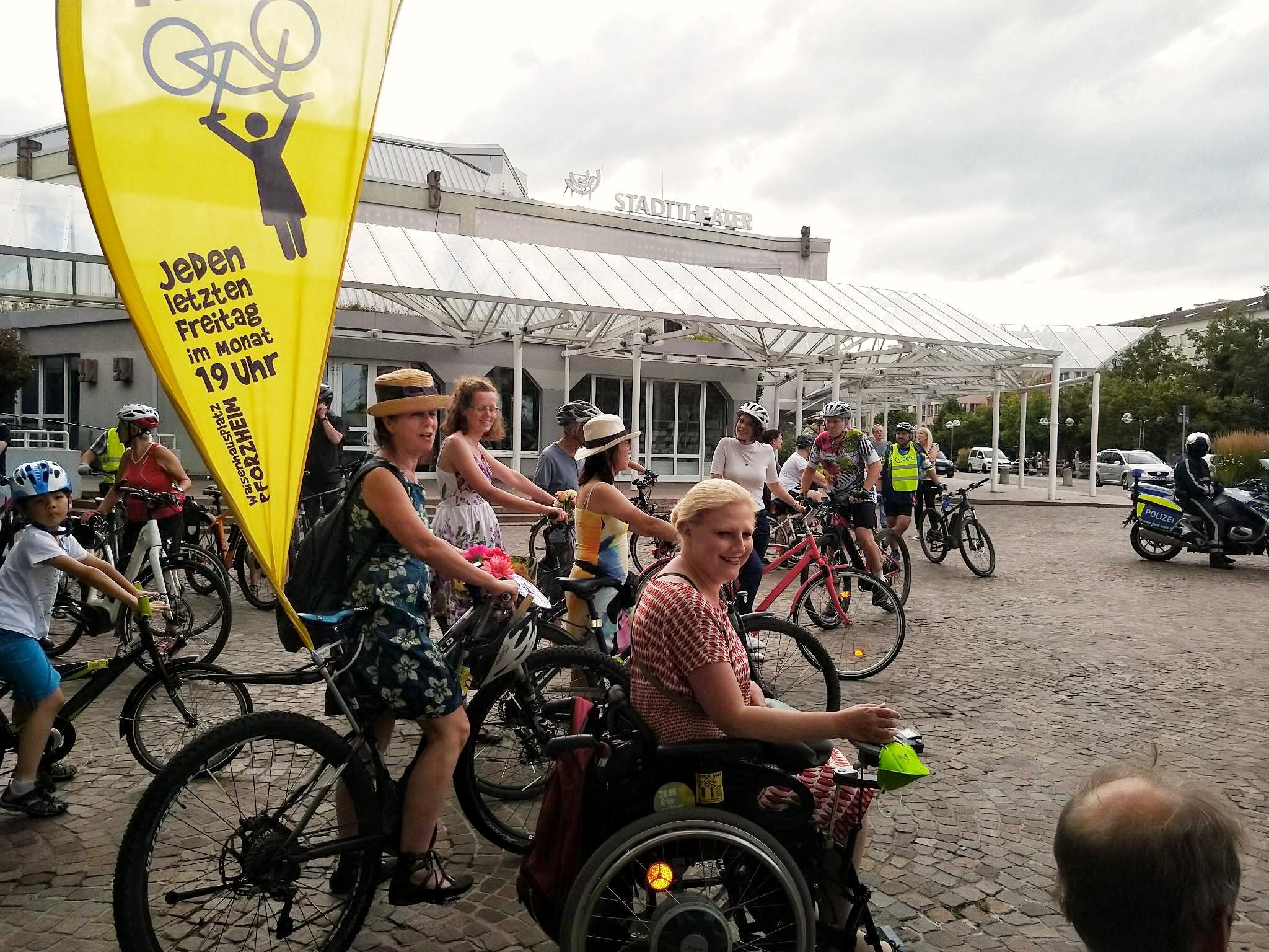 Fahrrad-Aktivistinnen wollen auffallen